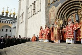 В понедельник Светлой седмицы Святейший Патриарх Кирилл совершил Литургию в Успенском соборе Московского Кремля