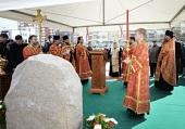 Святейший Патриарх Кирилл совершил чин освящения закладного камня в основание храма св. Феодора Ушакова в столичном районе Южное Бутовo