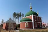Митрополит Волоколамский Иларион совершил Божественную литургия в храме святителя Иннокентия Иркутского в Лабдарине