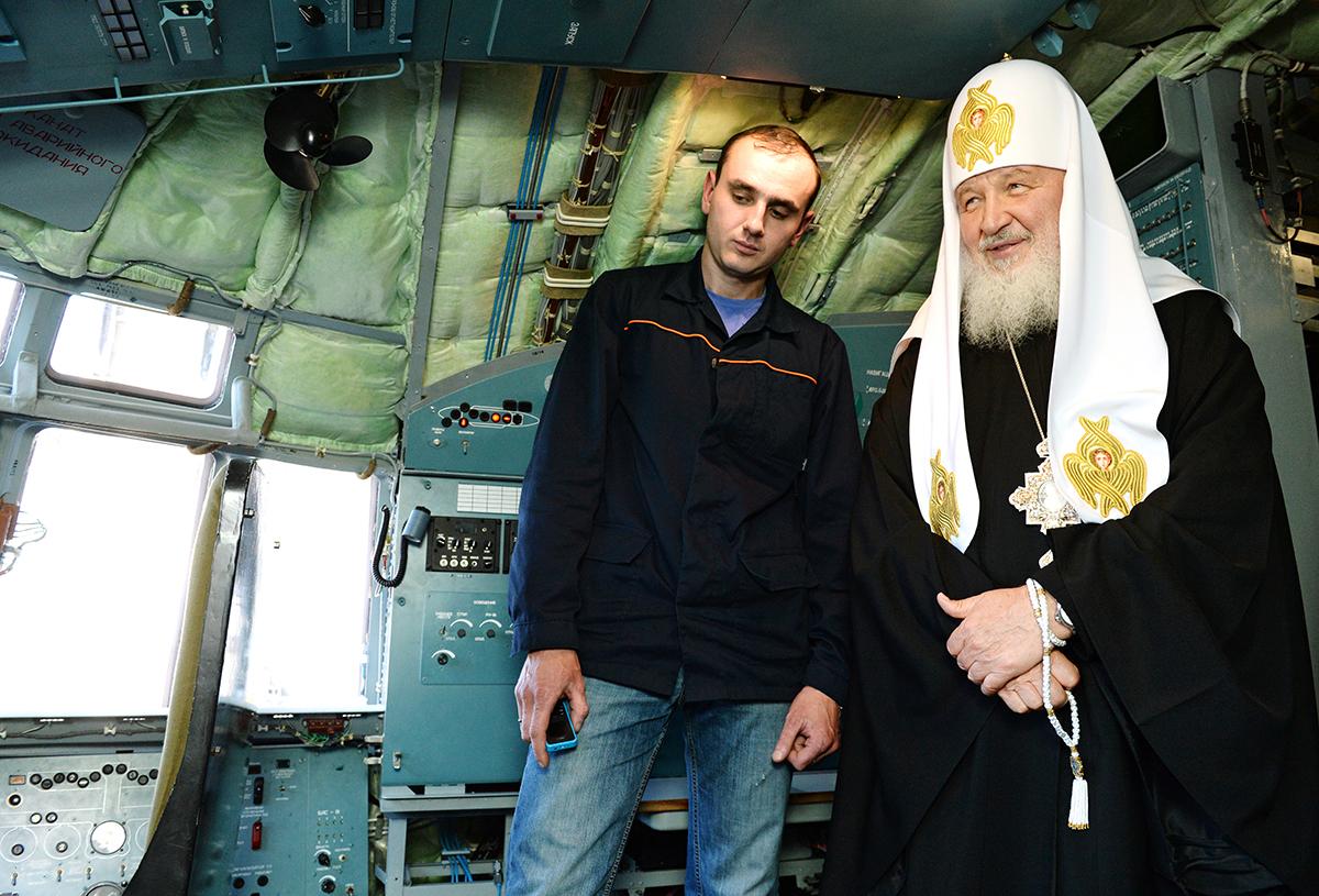 Патриарший визит в Симбирскую митрополию. Посещение авиационного завода «Авиастар-СП» в Ульяновске