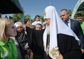 Святейший Патриарх Кирилл посетил традиционный детский праздник в Переделкино и передал трем детским домам подарочные сертификаты