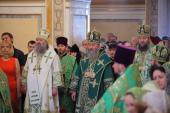 В праздник Пятидесятницы и Духов день Предстоятель Украинской Православной Церкви совершил богослужения в храмах Киева