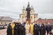 У стен Вышенской обители освящен памятник святителю Феофану Затворнику
