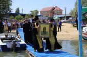 В Шахтинской епархии отметили юбилей преставления Крестителя Руси речным крестным ходом