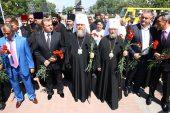 Участники празднования 1000-летия преставления святого князя Владимира в Крыму возложили цветы к Мемориалу героям обороны Севастополя