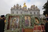 Чудотворным иконам Богородицы, принесенным из разных городов Украины в Киево-Печерскую лавру в День Крещения Руси, поклонилось более 100 тысяч верующих