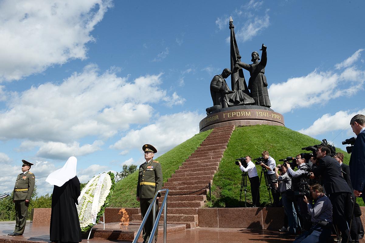 Патриарший визит в Чувашскую митрополию. Посещение мемориального комплекса «Победа» в Чебоксарах