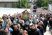 Более пяти тысяч паломников приняли участие в крестном ходе с Почаевской иконой Божией Матери на Западной Украине