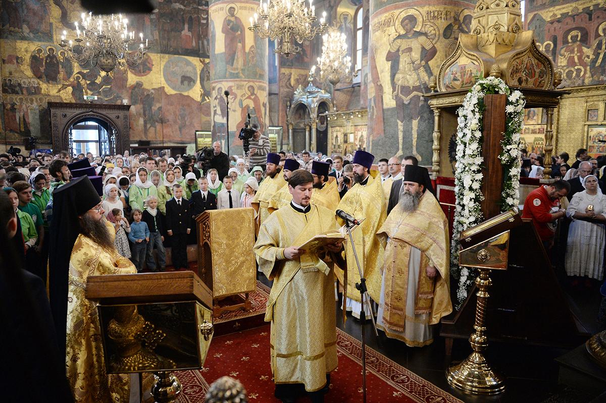 Патриаршее служение в день памяти святителя Петра, митрополита Московского, в Успенском соборе Московского Кремля