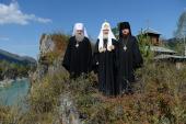 Святейший Патриарх Кирилл посетил Архиерейское подворье в честь святителя Макария (Невского) на реке Катунь