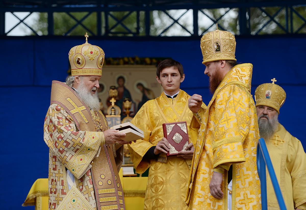Патриарший визит в Горноалтайскую епархию. Литургия на центральной площади Горно-Алтайска