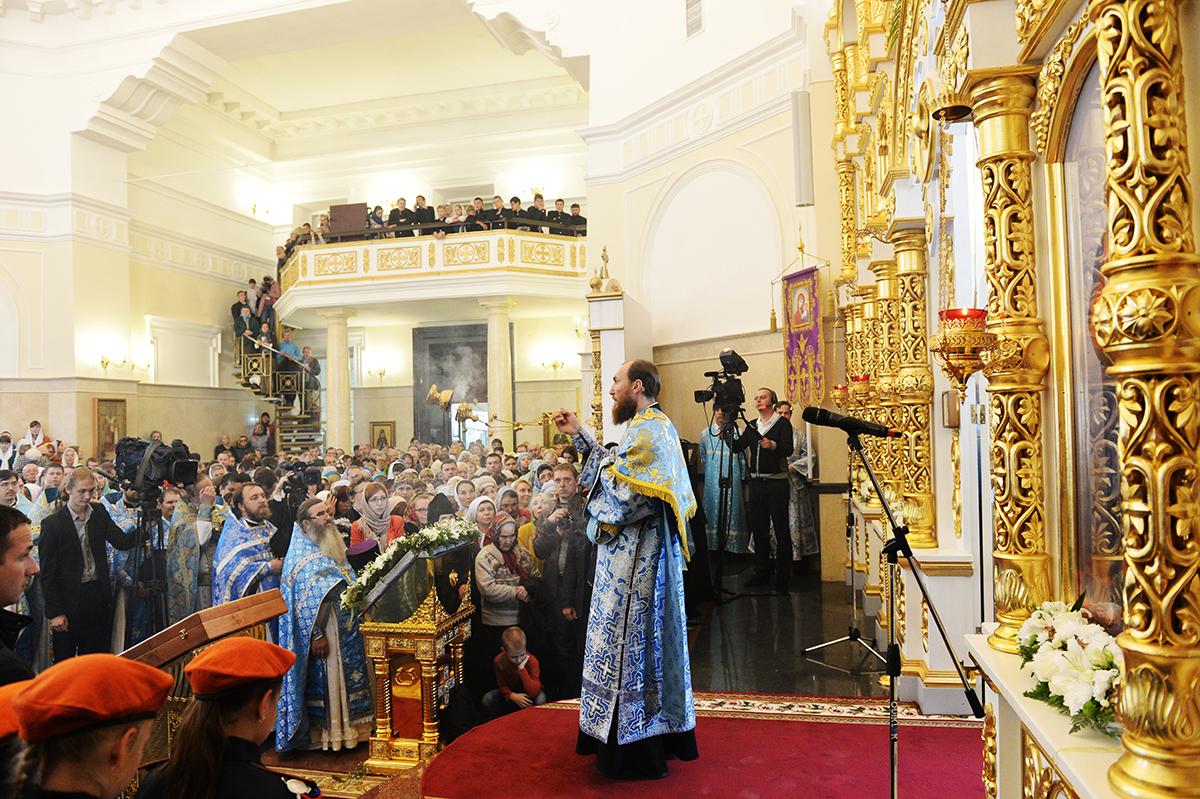 Патриарший визит в Барнаульскую епархию. Освящение храма святителя Димитрия Ростовского в Барнауле. Литургия в новоосвященном храме