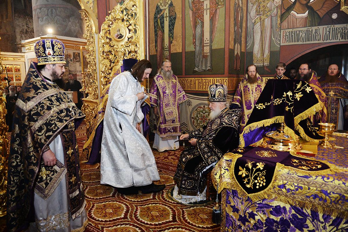 Патриаршее служение в праздник Воздвижения Креста Господня в Иосифо-Волоцком монастыре