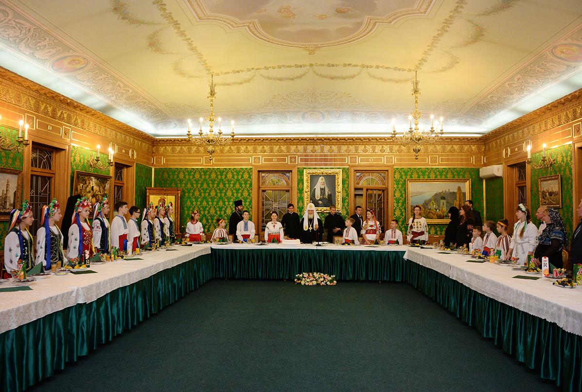 Встреча Святейшего Патриарха Кирилла с юными паломниками с Украины