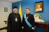 Посол Ватикана в Казахстане награжден орденом Казахстанского Митрополичьего округа