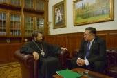 Митрополит Волоколамский Иларион встретился с послом Филиппин Карлосом Сорретой