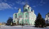 В день памяти прп. Серафима Саровского сонм архипастырей совершил богослужения у мощей святого в Дивеевском монастыре