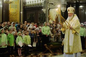 В Неделю пред Богоявлением Святейший Патриарх Кирилл совершил Божественную литургию в Храме Христа Спасителя