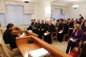 В Общецерковной аспирантуре состоялся круглый стол, посвященный культуре диалога и просветительству