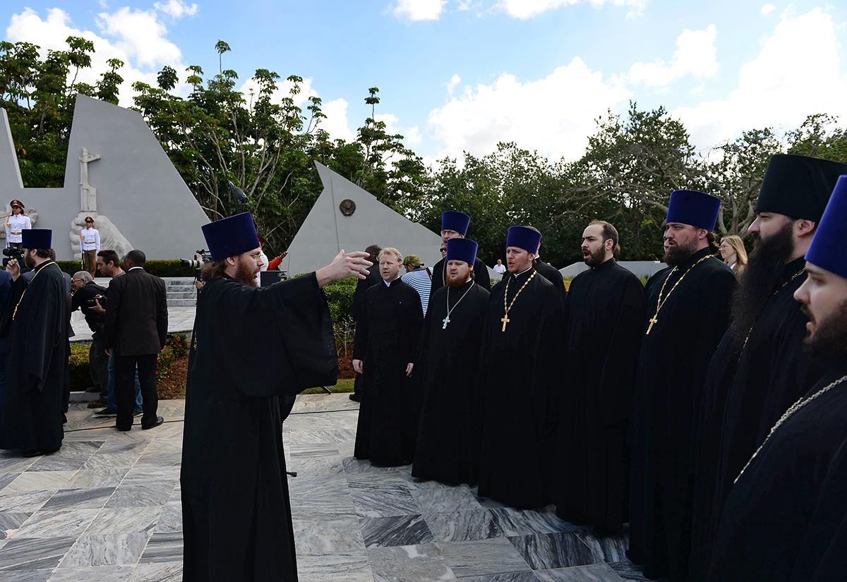 Визит Святейшего Патриарха Кирилла в Латинскую Америку. Возложение венка к мемориалу советским воинам-интернационалистам в Гаване