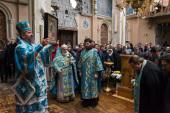 В разрушенном Иверском монастыре Донецка в престольный праздник совершена первая за два года Литургия