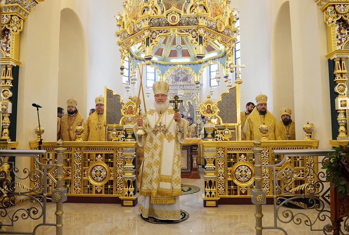 Освящение храма святого благоверного князя Александра Невского при МГИМО. Литургия в новоосвященном храме