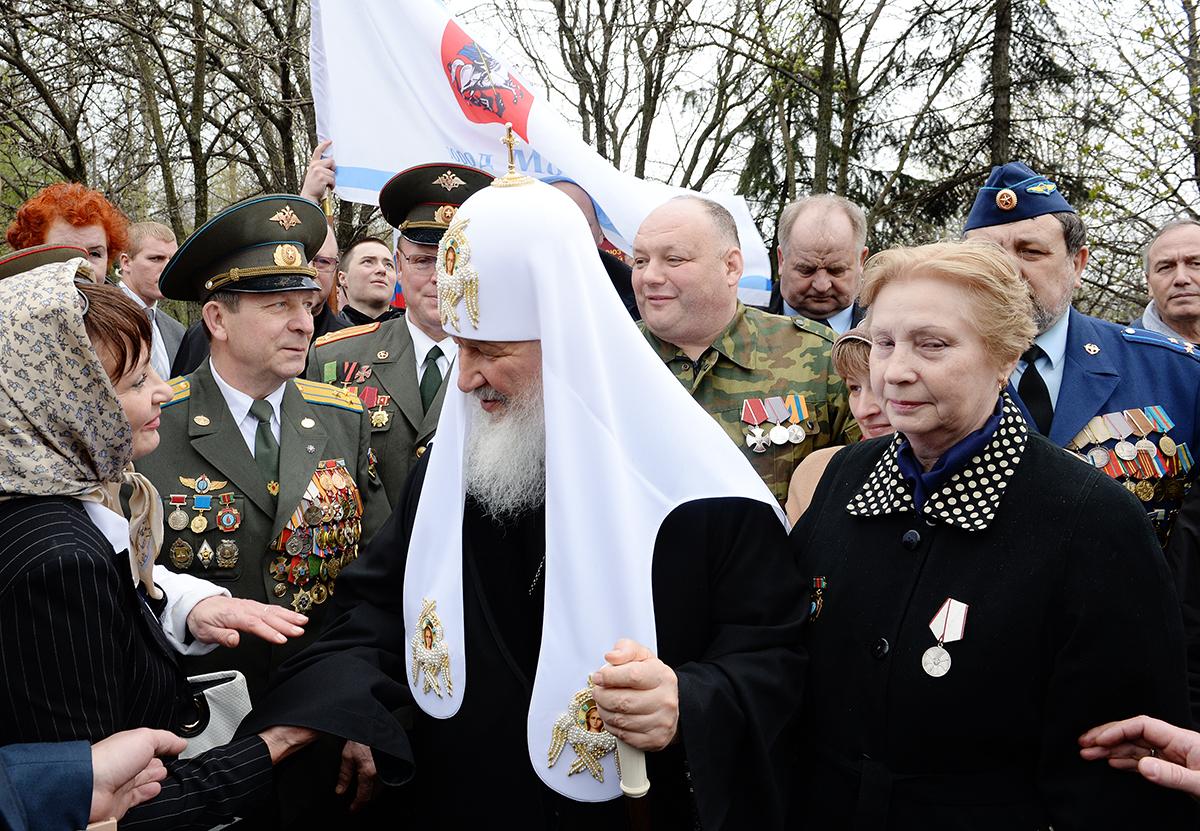 Возложение цветов к мемориалу чернобыльцам на Поклонной горе в Москве