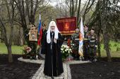 Святейший Патриарх Кирилл возложил цветы к мемориалу чернобыльцам на Поклонной горе в Москве