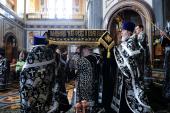 В Великую Пятницу Святейший Патриарх Кирилл совершил вечерню с выносом Плащаницы в Храме Христа Спасителя