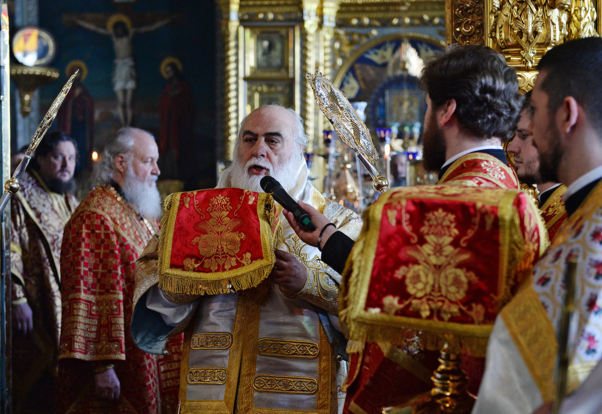 РПЦ разрешила мирянам причащаться на Афоне в русском Пантелеимоновом монастыре.
