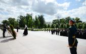 В 75-ю годовщину со дня начала Великой Отечественной войны Святейший Патриарх Кирилл возложил венок к могиле Неизвестного солдата