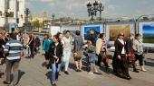 Работа фотовыставки о храмах России на Патриаршем мосту в Москве продлена до конца июля