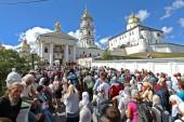 В Почаевскую лавру прибыло 20 тысяч участников крестного хода из Каменец-Подольского