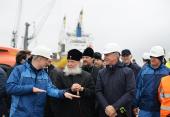 Святейший Патриарх Кирилл посетил завод «Ямал СПГ» и морской порт поселка Сабетта