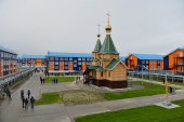 Предстоятель Русской Церкви освятил Троицкий храм в поселке Сабетта на Ямале