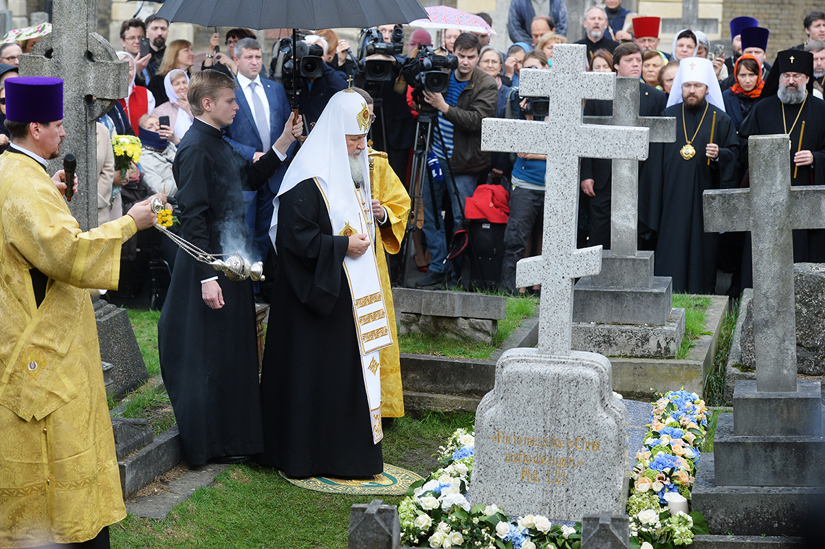 Визит Святейшего Патриарха Кирилла в Великобританию. Лития на месте захоронения митрополита Сурожского Антония (Блума)