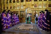 В праздник Иверской иконы Божией Матери Предстоятель Русской Церкви совершил Литургию в Новодевичьем монастыре г. Москвы
