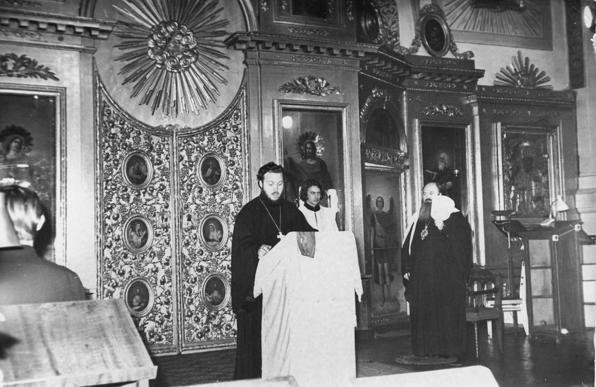 В храме святого апостола Иоанна Богослова Ленинградской духовной академии. 1970-е гг.