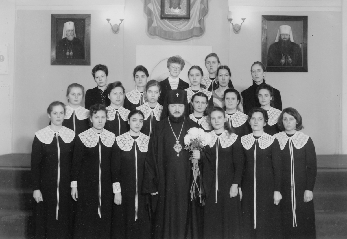 С выпускницами регентского отделения. Ленинград, 1970-е гг.