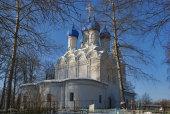 Митрополит Крутицкий Ювеналий совершил великое освящение Никольского храма в подмосковном селе Батюшково