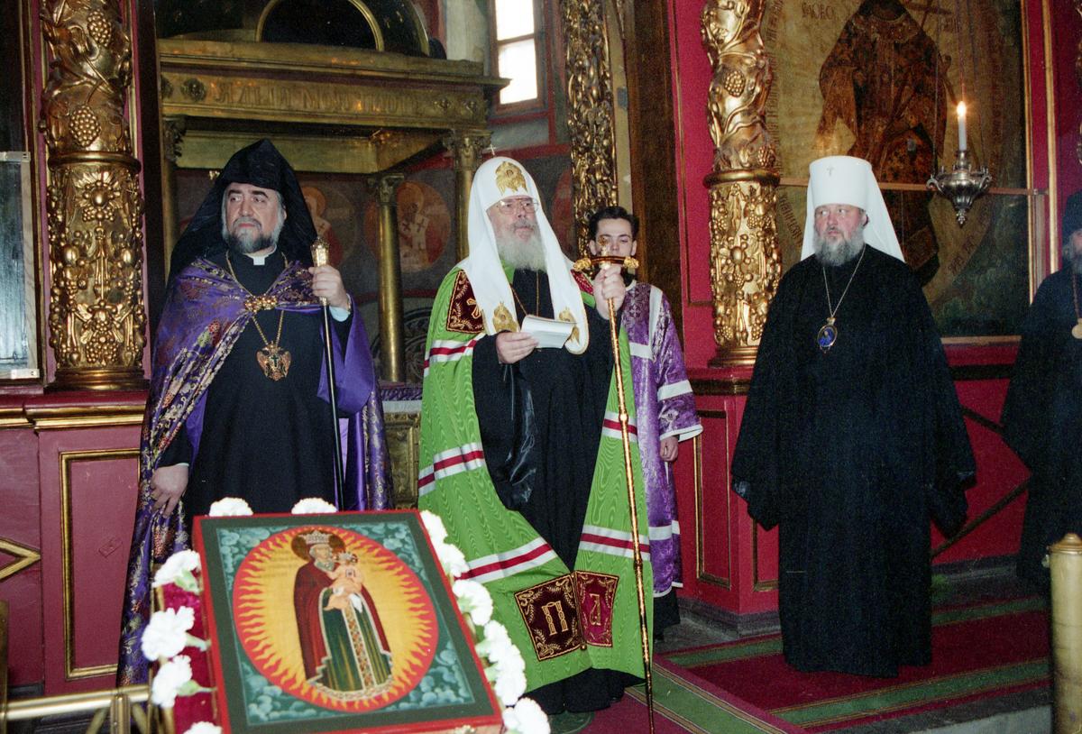 Со Святейшим Патриархом Алексием II и Католикосом Арамом I. Архангельский собор Московского Кремля. 19 марта 1996 г.