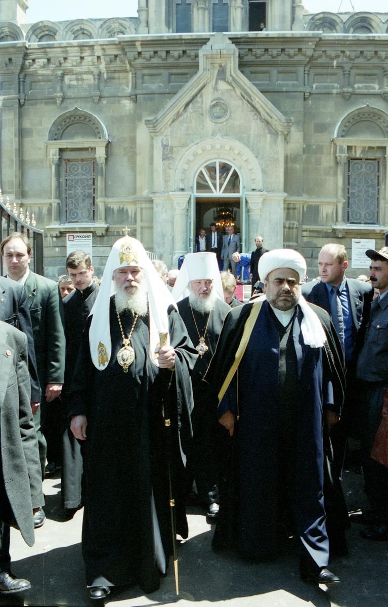 Во время визита Святейшего Патриарха Алексия II в Азербайджан. Май 2001 г.
