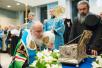 Молебен перед ковчегом с поясом Пресвятой Богородицы в московском аэропорту Внуково. 28 ноября 2011 г.