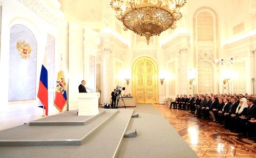 Путин начал оглашать письмо кФедеральному Собранию