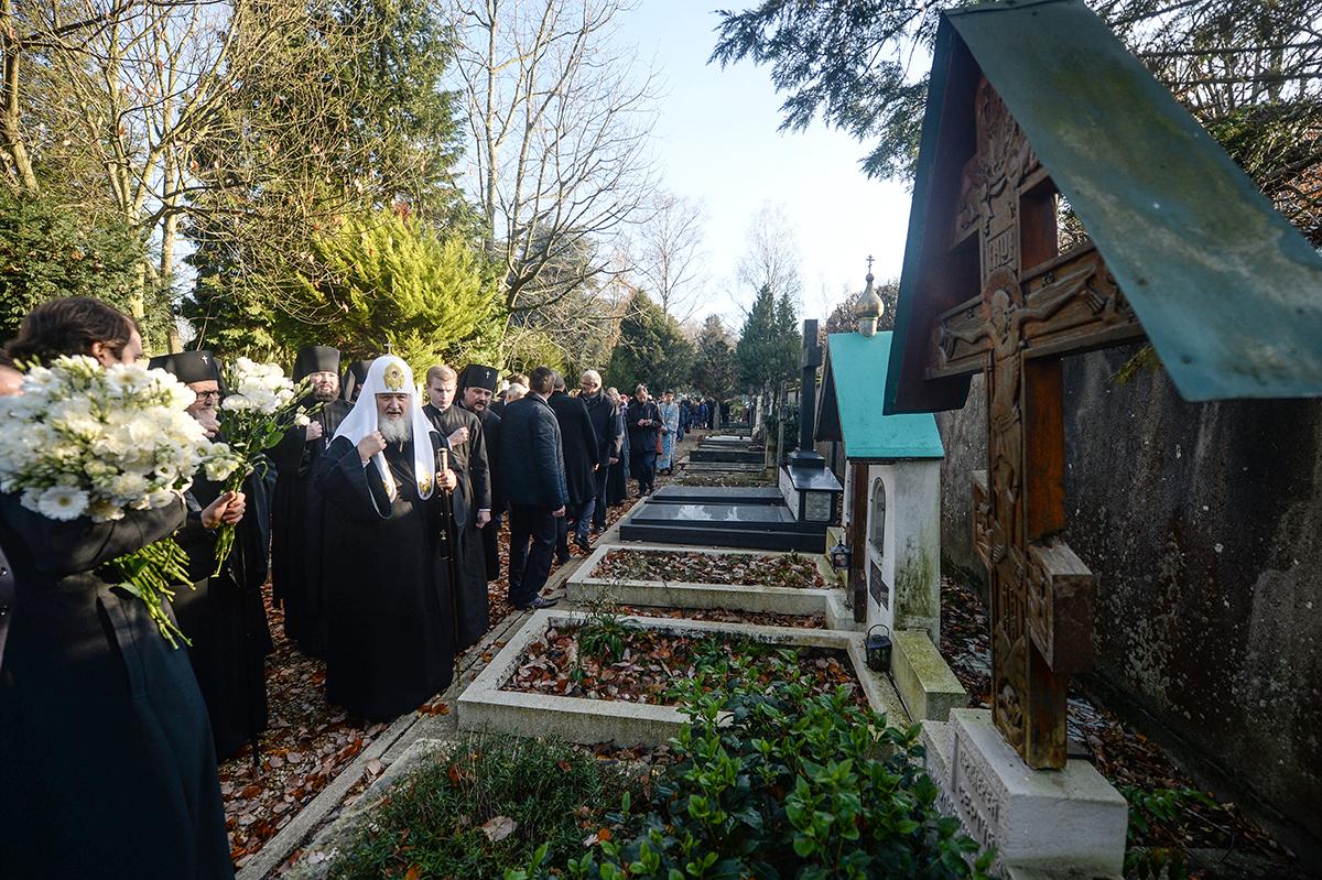 Патриарший визит в Корсунскую епархию. Посещение кладбища Сен-Женевьев-де-Буа