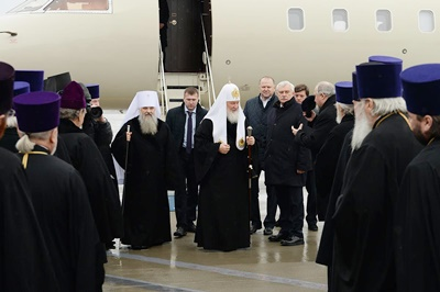 Патриарх Кирилл проводит богослужение вАлександро-Невской лавре