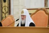 Святейший Патриарх Кирилл: Пастырь должен твердо противостоять искушениям, возникающим в семейной жизни