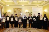 Святейший Патриарх Кирилл вручил награды сотрудникам Московской Патриархии, отмечавшим знаменательные даты в 2016 году