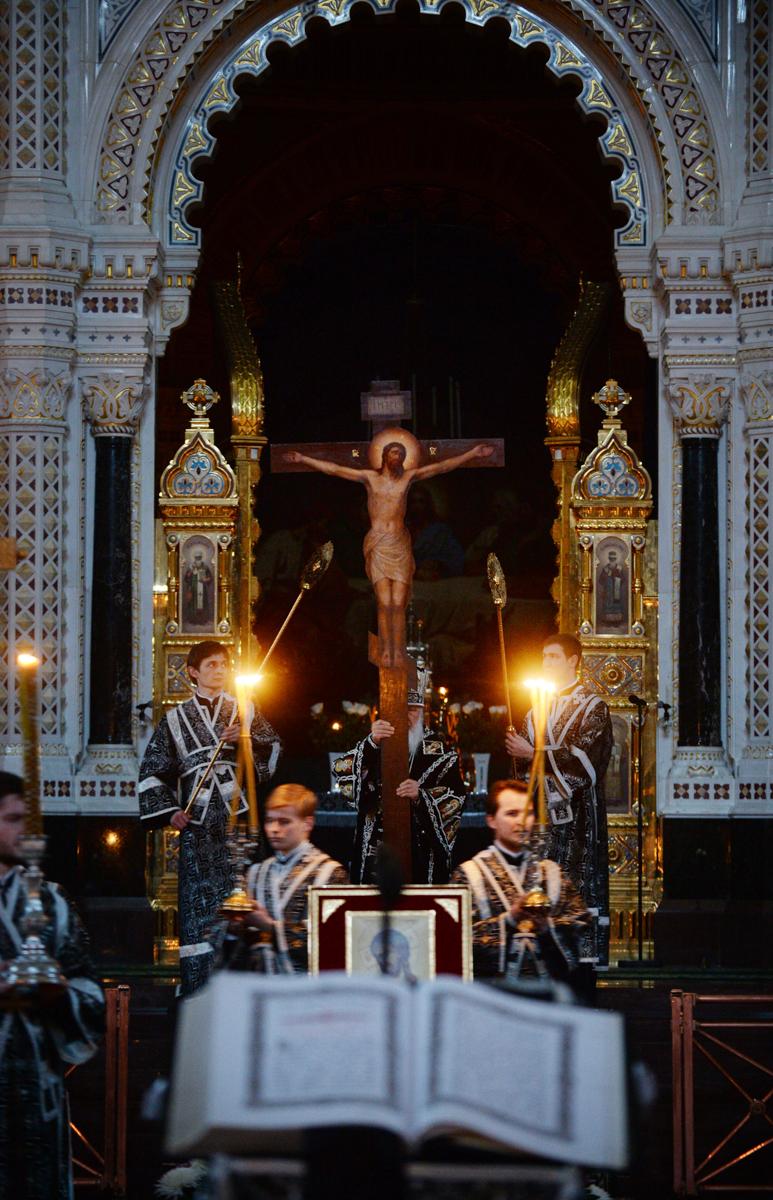 28 апреля. Служение в канун Великого Пятка в Храме Христа Спасителя