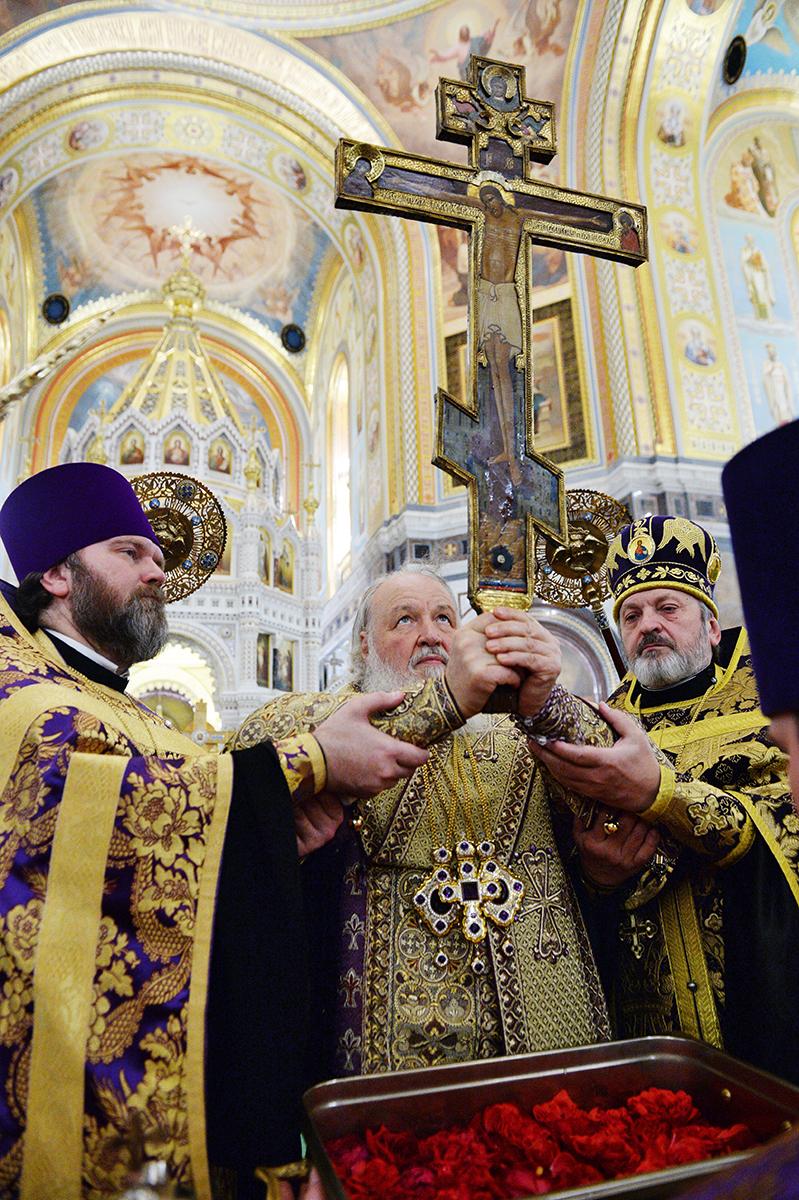 26 сентября. Служение в канун праздника Воздвижения Креста Господня в Храме Христа Спасителя в Москве